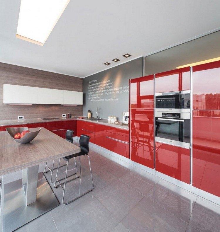 cocina-rojo-gris-madera