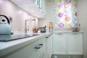 Cocina-lacada-blanca-en-Sesena-Viejo-Madrid-store-en-ventana